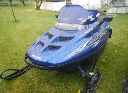 2001 700cc Polaris Classic Snowmobile